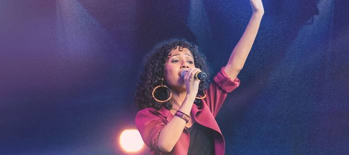 Izabela Ryos lança novo single - Amor infinito