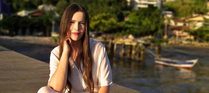 Adelãyne lança sua primeira canção nas plataformas digitais - Céu