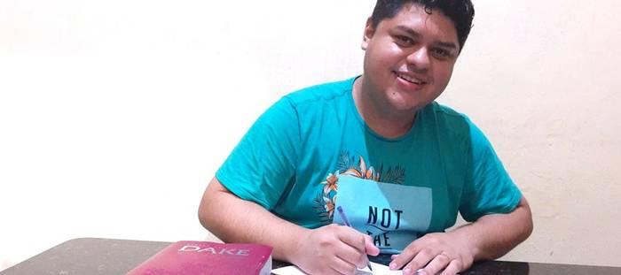 Do litoral capixaba, cantor Daniel Junior assina com a Nova Fase Distribuição
