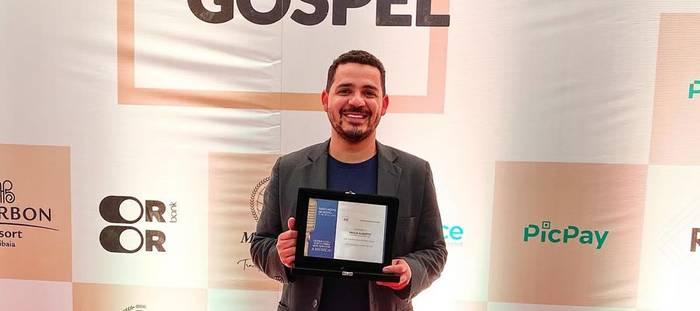 Profissional do mercado cristão recebe prêmio evidenciando a melhor fase em sua carreira