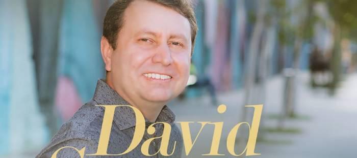 """Estreia nesta sexta-feira o clipe """"Vivo pela fé"""", de David Soares"""