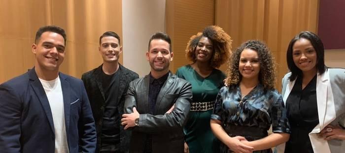 """Pr. Lucas e Banda Universos estreiam parceria com a música """"Gênesis""""."""