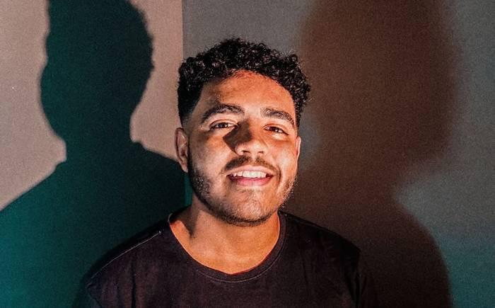 Silas Magalhães aposto no R&B em seu novo single - Fake Friends