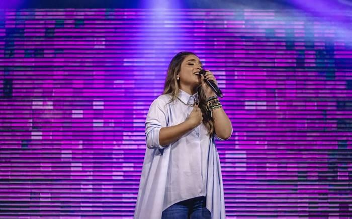 """""""Rei da Glória"""" é o novo single de Isa Ribeiro"""