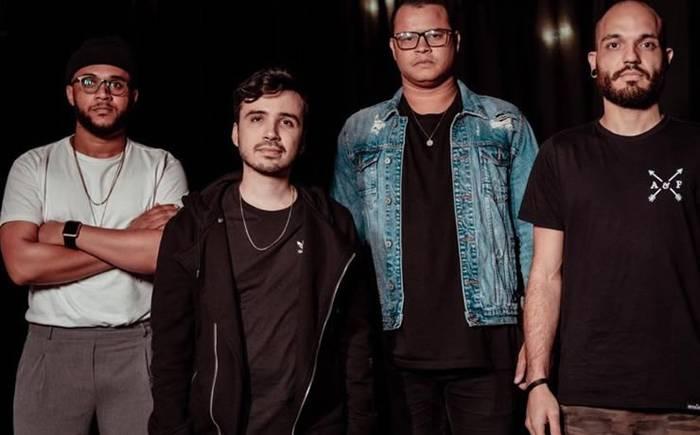 """Ton Molinari apresenta a canção """"Incomparável"""" escrita em parceria com Alessandro Vilas Boas"""