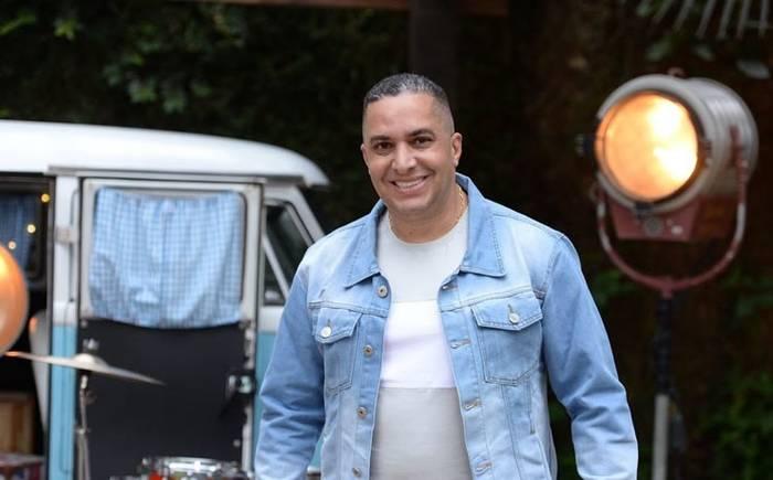 """Waguinho faz releitura do hit """"Tá Chorando Por Quê?"""" em ritmo de samba"""