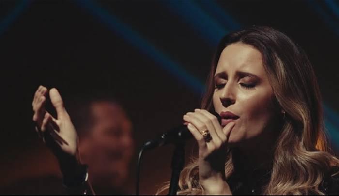 """Pedras Vivas lança a faixa e o clipe """"Continua a Aquecer"""""""