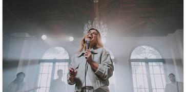 """Aline Barros lança """"Imensurável"""", primeiro single de seu novo projeto"""