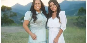 """Ao lado da filha, Cassiane lança clipe de """"Vou Deixar Na Cruz"""""""