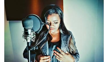 """Cover Supergospel - Sheyla Bial interpreta a canção """"Tua Presença"""" de Paulo Neto"""