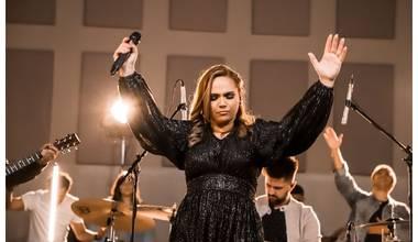 """Com o single """"Majestade"""", Alessandra Martins volta a mostrar seu talento musical"""
