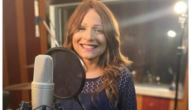 """Novo single de Juliana de Oliveira encoraja cristãos a não desistirem da fé; ouça """"Tu és a Vida"""""""