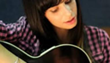 Marcela Tais lança seu primeiro disco solo - Cabelo Solto. Confira nossos comentários