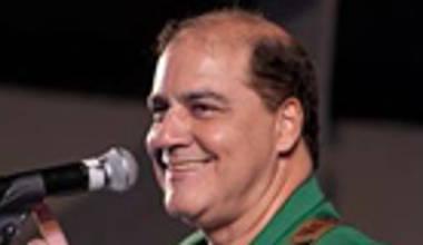 Carlinhos Félix lança disco ao vivo pela Sony Music - Lindo Senhor. Confira nossa opinião