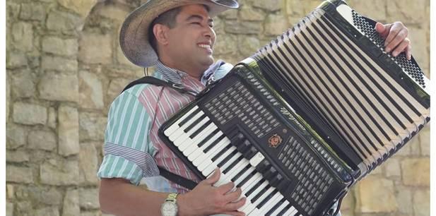 """""""Abençoado eu sou"""", sertanejo Lenno Maia declara bênção em mais uma canção autoral"""