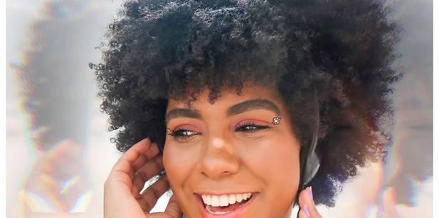Daisy Anne lança seu novo single - Com Alegria