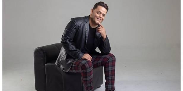 """Robinson Monteiro apresenta a canção """"Sala do Trono"""" e revela planos de lançar dois livros"""