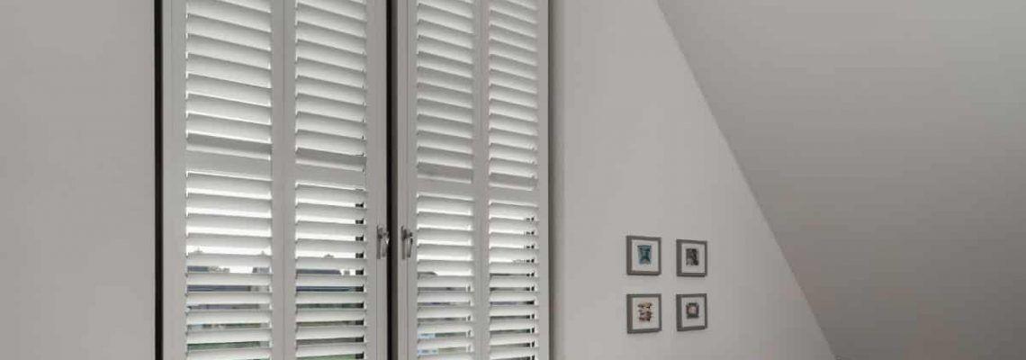 Verduisterende raamdecoratie – zijn shutters verduisterend?