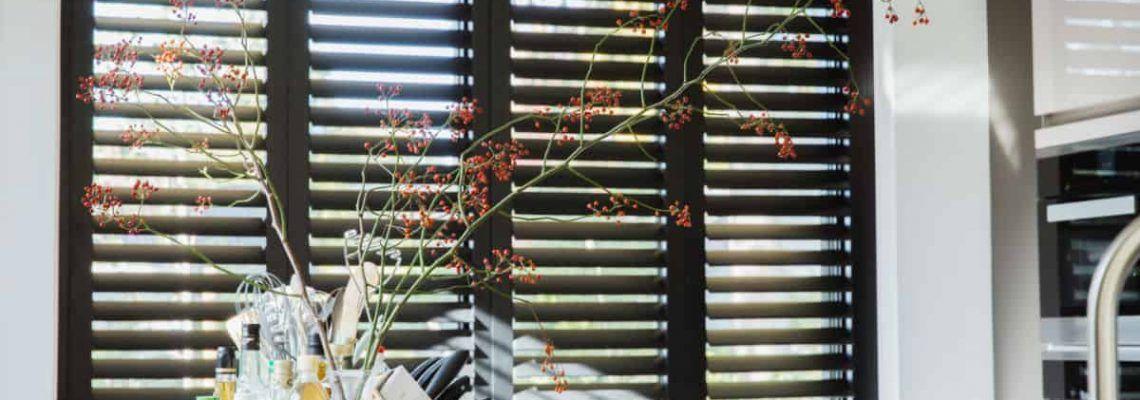 Het verschil tussen shutters en jaloezieën