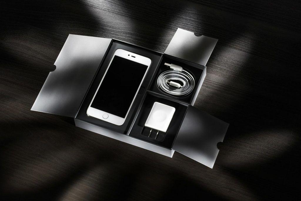 Ini Dia Alasan Mengapa Jangan Pernah Membeli Charger iPhone Palsu!