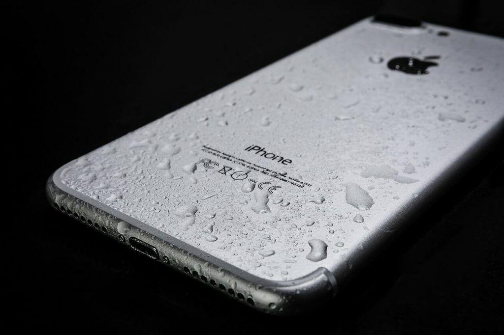 Beginilah Cara Mudah Menyelamatkan Smartphone yang Basah