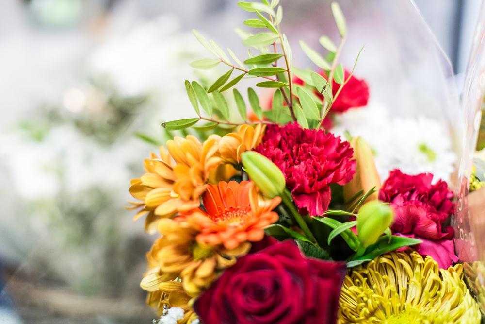 FÊTES DES MÈRES, Bouquets et fleurs artificielles (5000 fcfa)