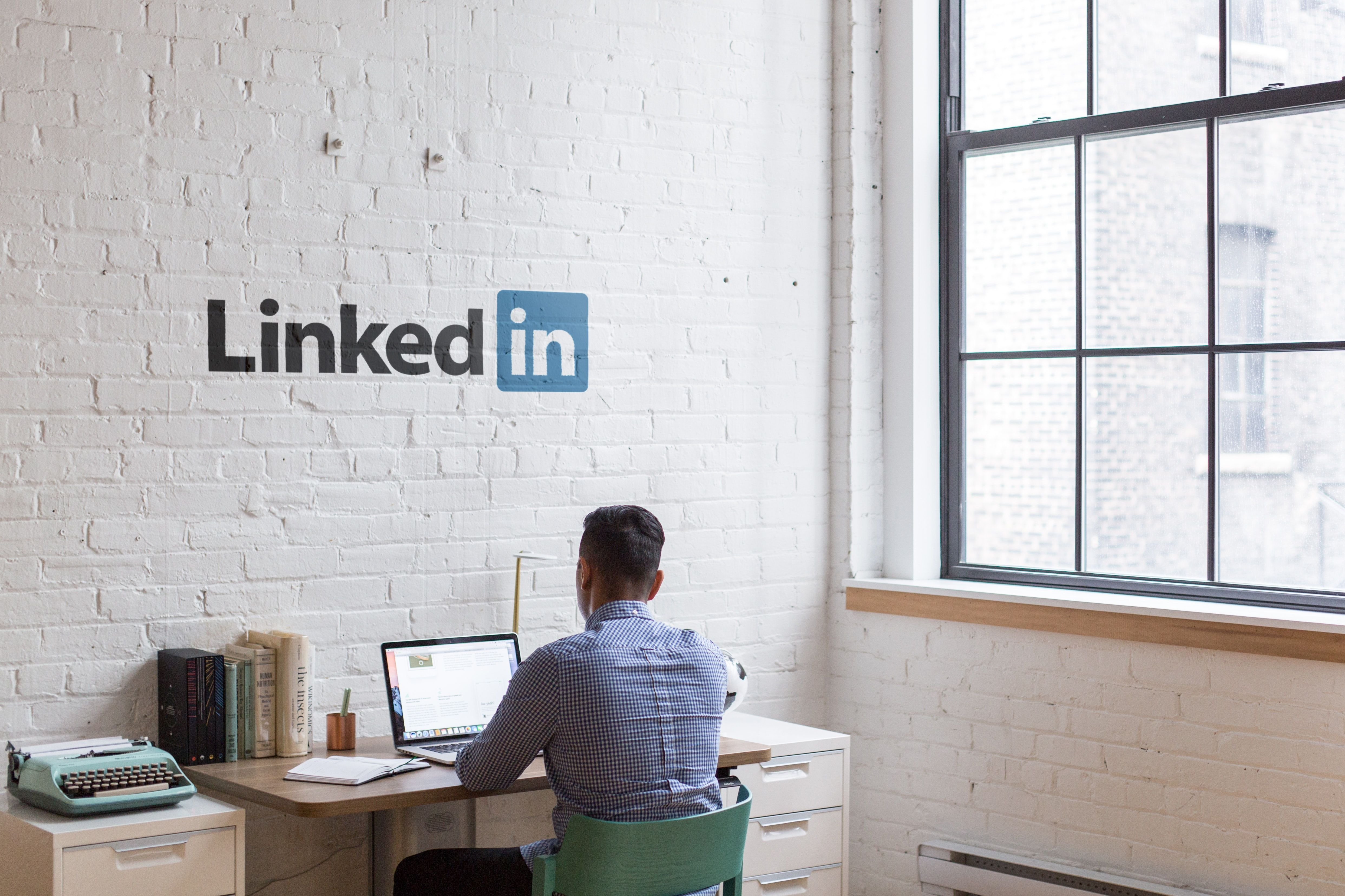 Make your brand known by sharing SMM content on LinkedIn