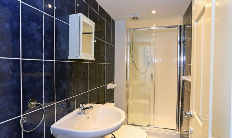 7 Wetherby Grove Image 7