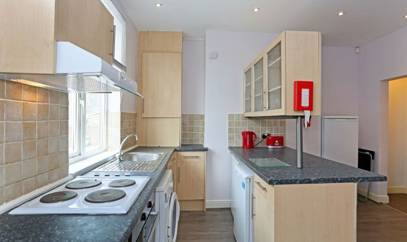 7 Wetherby Grove Image 4