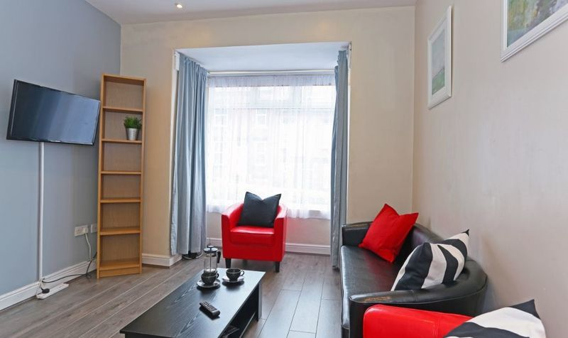 7 Wetherby Grove Image 5