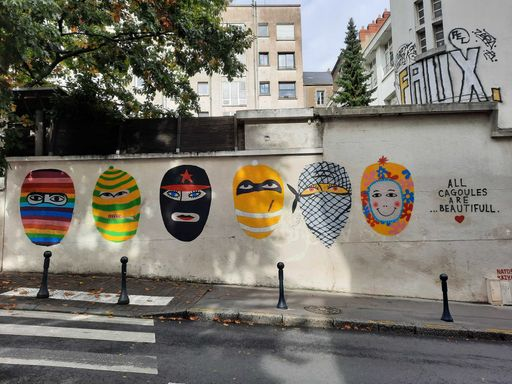 All cagoules are beautiful france-pays-de-la-loire-graffiti