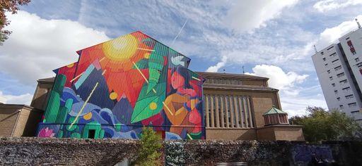 Façade de l'église Sainte Madeleine france-pays-de-la-loire-graffiti
