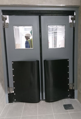 Single or double leaf impact traffic doors