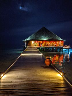 Vilamendhoo Island Resort - Asian Wok Restaurant At Night