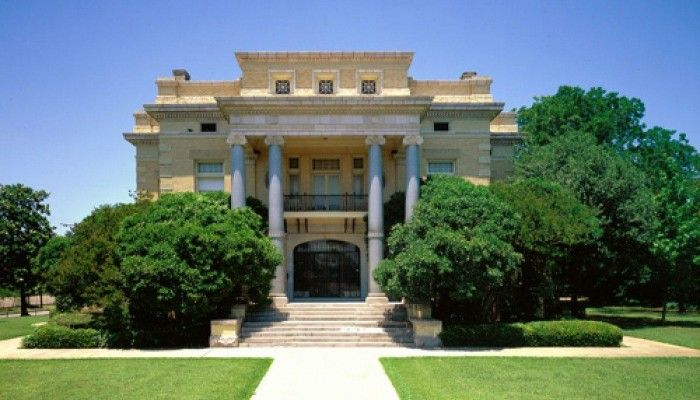 The Dallas Woman's Forum at the Alexander Mansion
