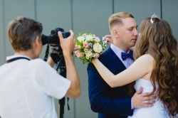 Can a Friend or Loved One Be in Charge of Taking Pictures at My Wedding?