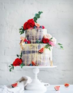 How Tall Should a Wedding Cake Be?