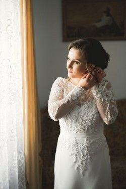 What Expenses Should I Include When Planning my Wedding Dress Shopping?
