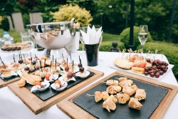 Pros and Cons of Having a Brunch Wedding