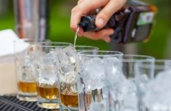 Pros and Cons of Having an Open Bar at a Wedding?