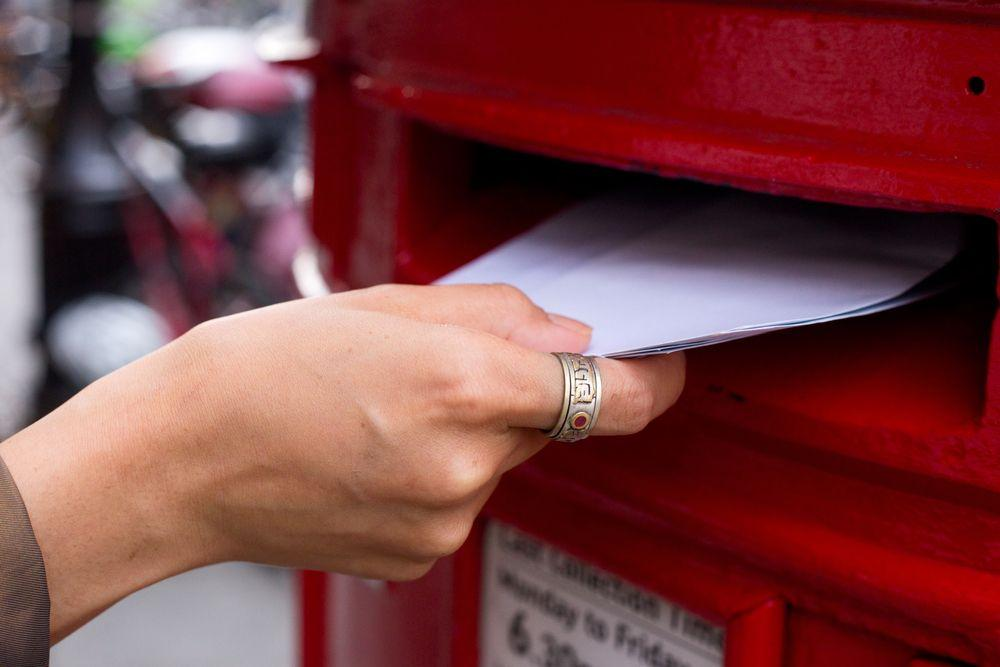 Pros and Cons of Sending Invitations by E-Mail or by Mail