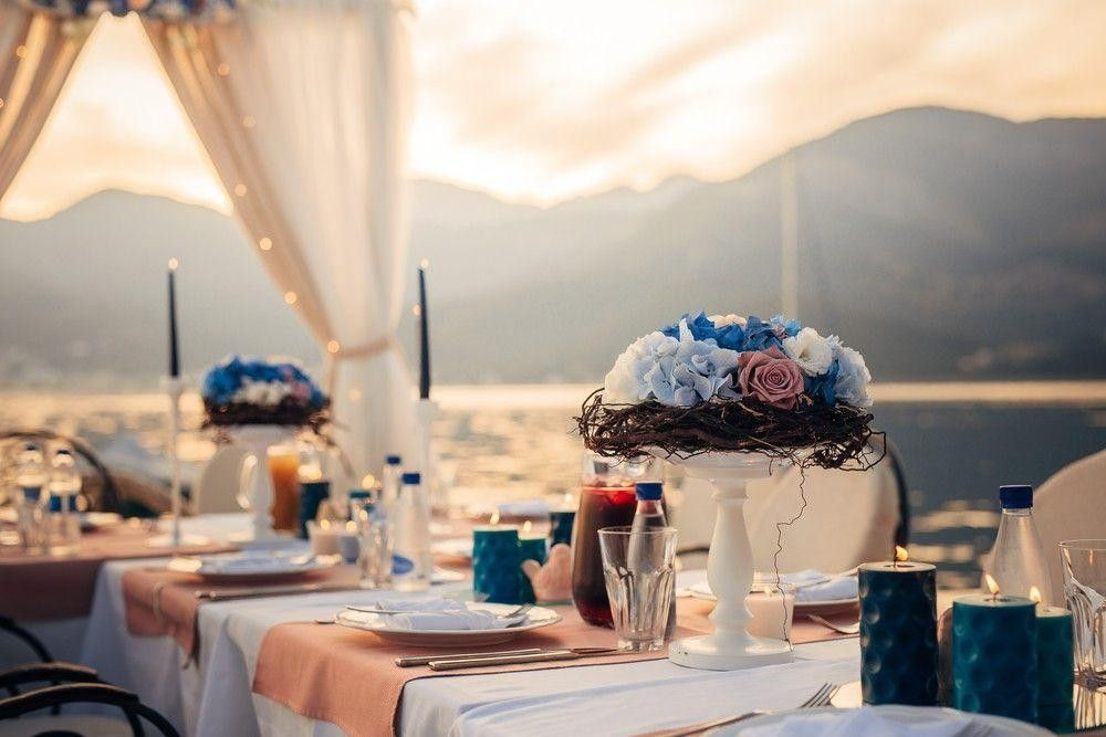 Seatings very classic and flower arrangements can match your dress