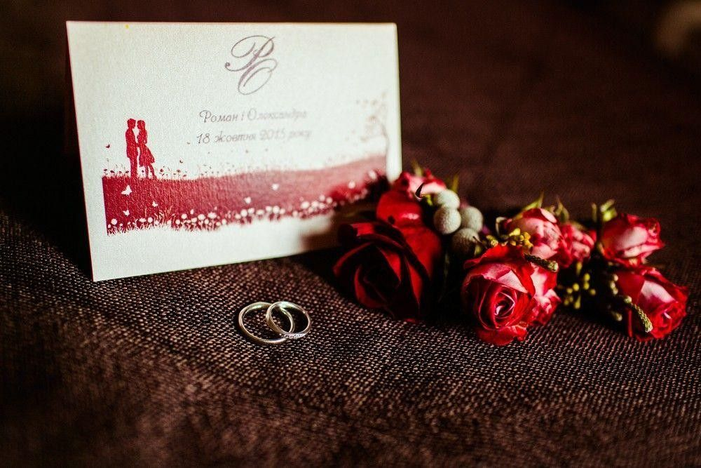 Invitation card on a table with 2 rings