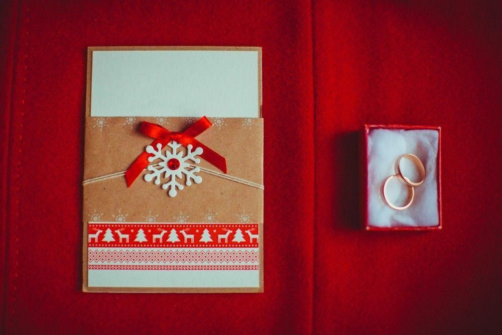 Decorative invitation card with rings in a box