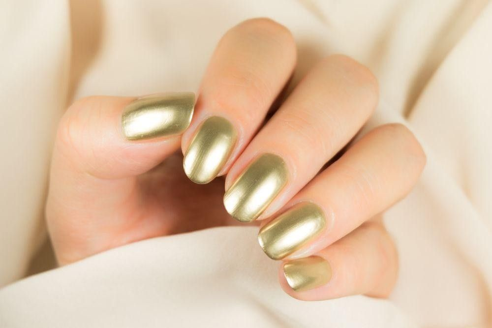 Nails colored olive