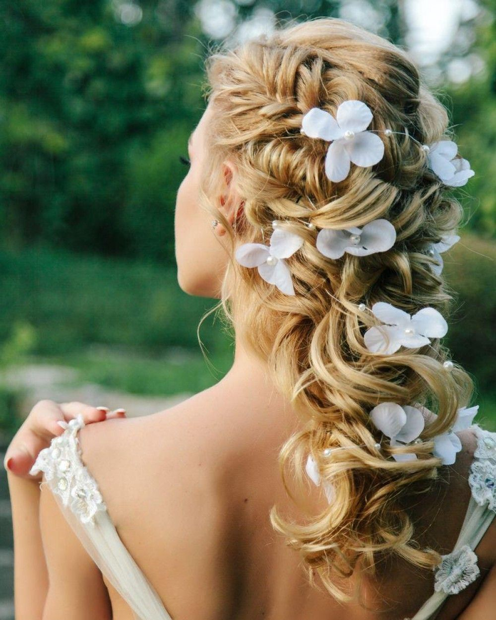 Hairstyle with flowers at the back
