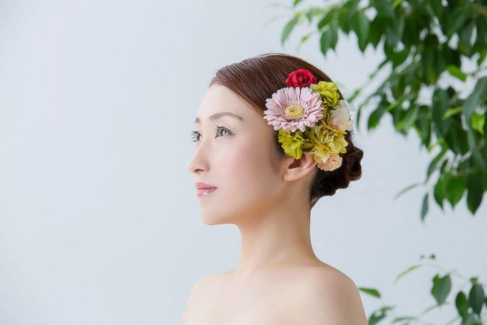Bride's hairstyle with a flower