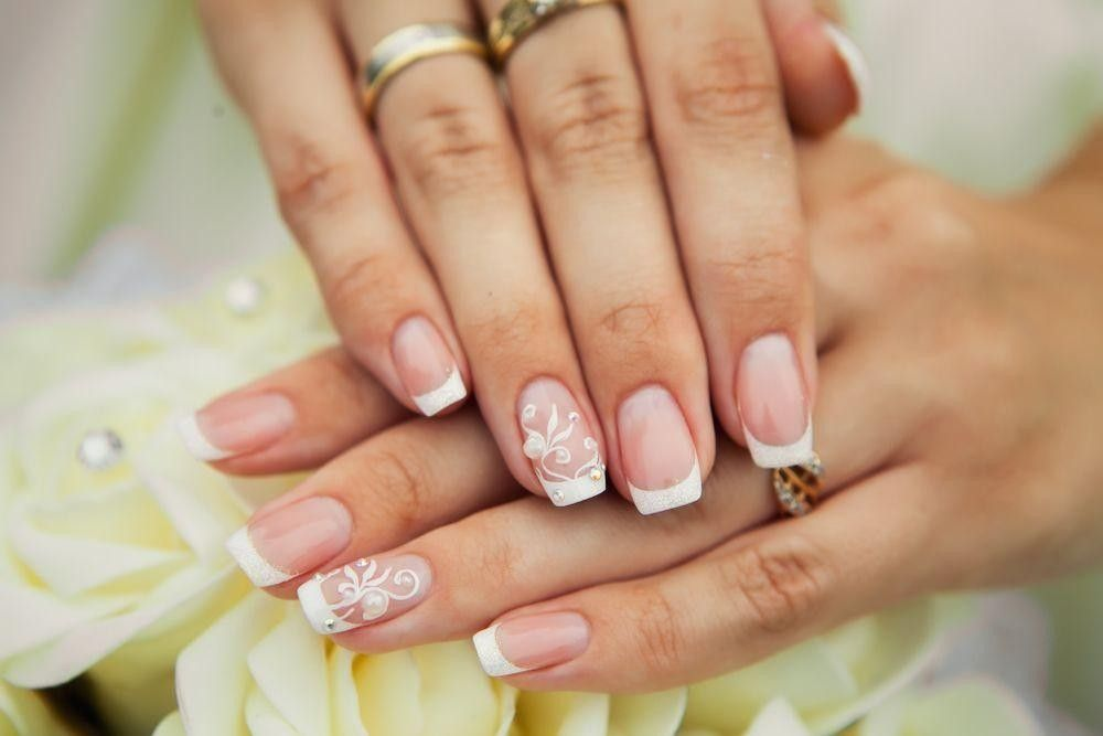 nails with flower design on 2 fingers