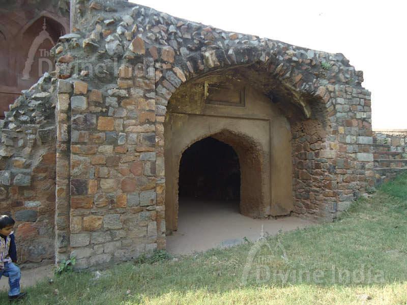 Salimgarh Fort, Monument