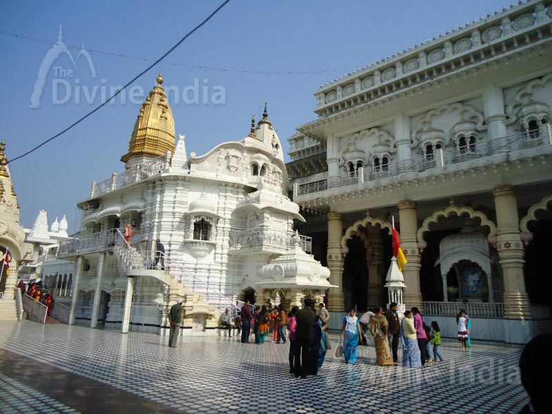 Chattarpur temple inside view